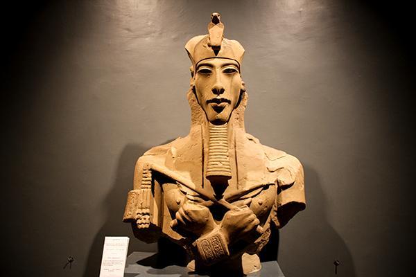 Бюст Эхнатона Луксорский музей
