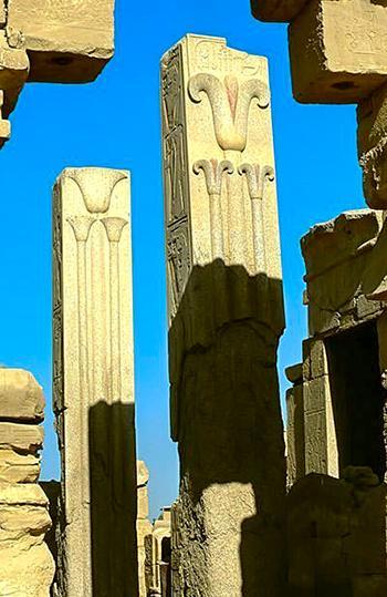 Геральдические колонны в храме Амона в Карнаке