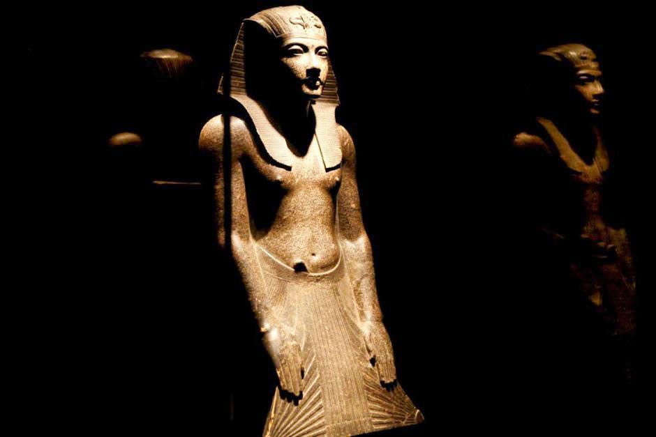 Гранитная статуя Тутанхамона на выставке в Мельбурнском музее в 2011 году