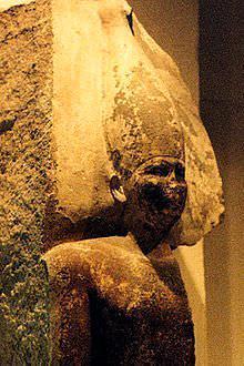 Известняковая статуя Снеферу, вероятного отца Хуфу