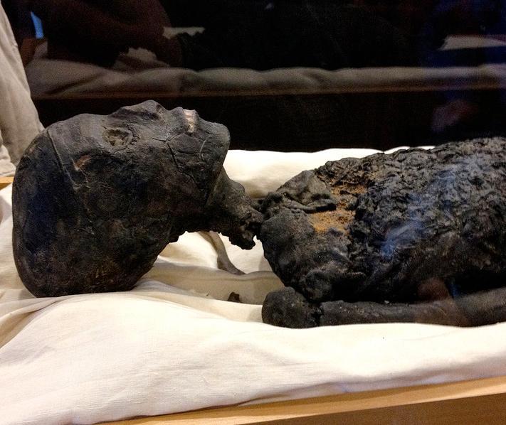 Фото мумии короля Тутанхамона