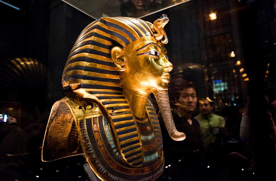 Посмертная маска Тутанхамона в музее в Египте