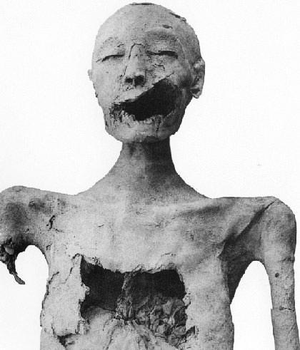 Младшая Леди, которая, как некоторые предполагают, является Мумия Нефертити