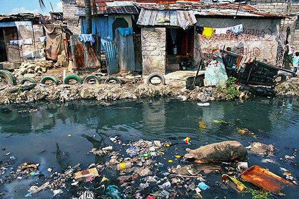 трущобы Порт-о-Пренса Землетрясение на Гаити в 2010 году.