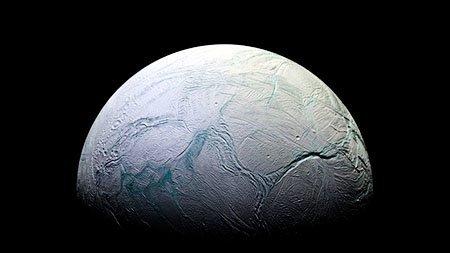 Поверхность Энцелада, покрытая льдом Сатурн