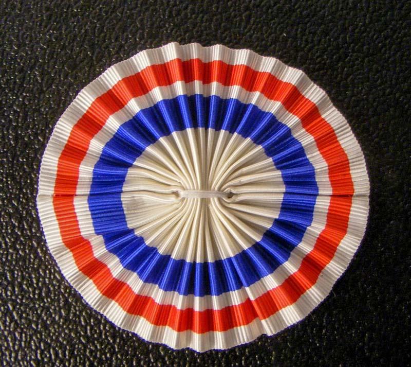 Трехцветная кокарда - Создана в июле 1789 г. французская революция
