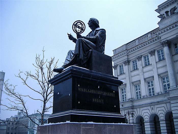 Статуя Николая Коперника в Варшаве