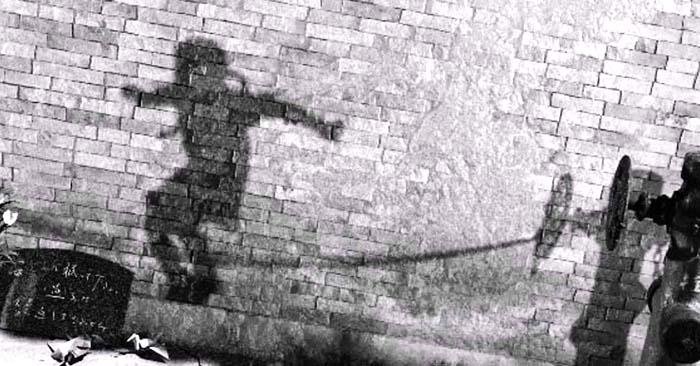 Ядерная тень человека после взрыва в Хиросиме Хиросима Нагасаки
