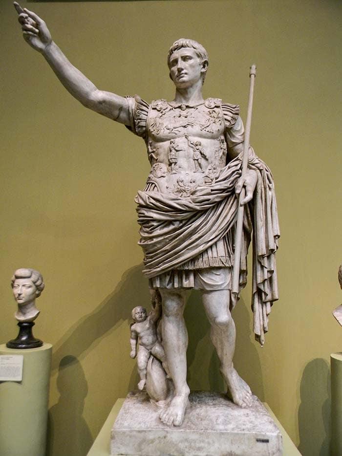 Статуя Октавиана Марк Антоний