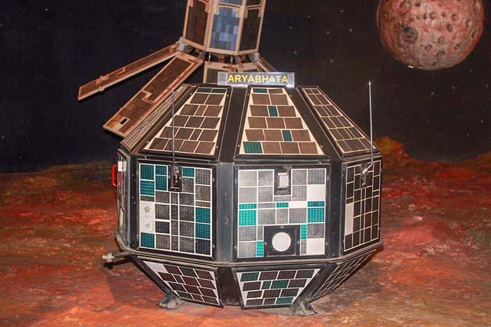 Арьябхата, первый индийский спутник в Индии ИСРО