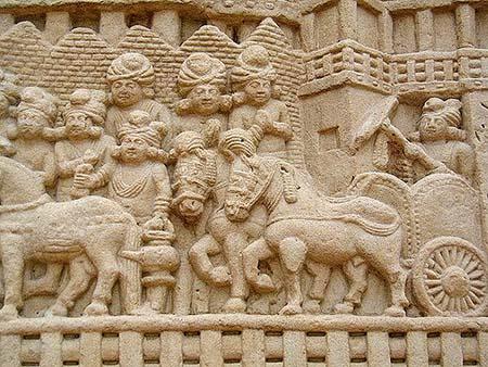 Барельефы Санчи с изображением Ашоки Великого на его колеснице маурьев