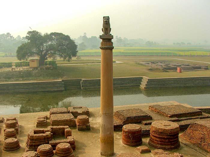 Столб Ашока в Вайшали, Бихар, Индия