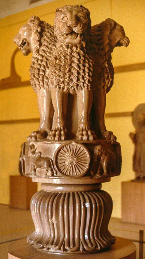 Столица льва Ашоки в музее Сарнатх - полированная маурским лаком маурьев