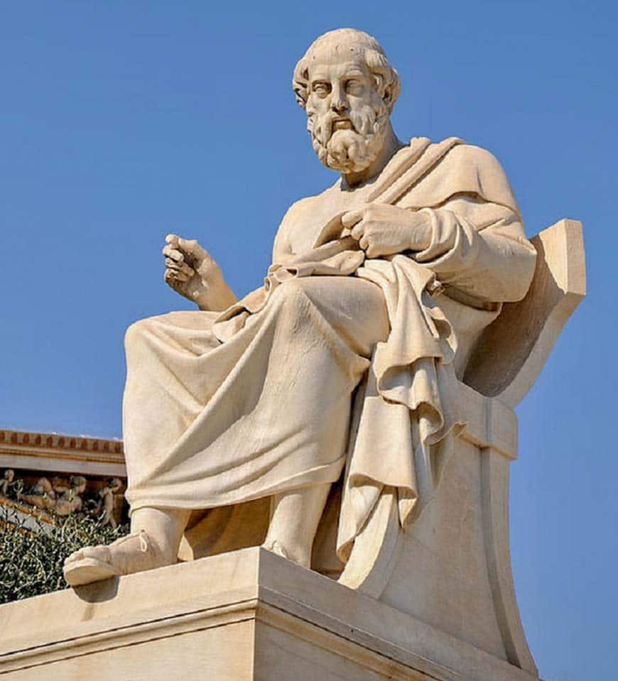 Статуя Сократа в Афинской академии