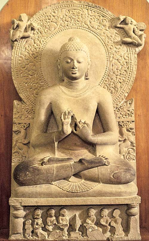 Сидящий Будда - скульптура эпохи Гупта в музее Сарнатха